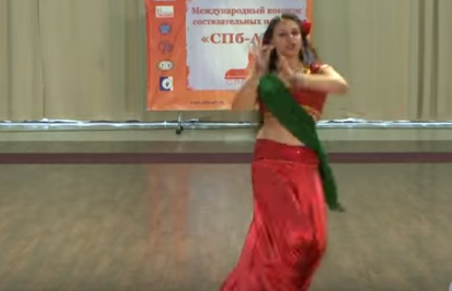 dance on ghagra song of ye jawaani hai deewani on stage by a girl video
